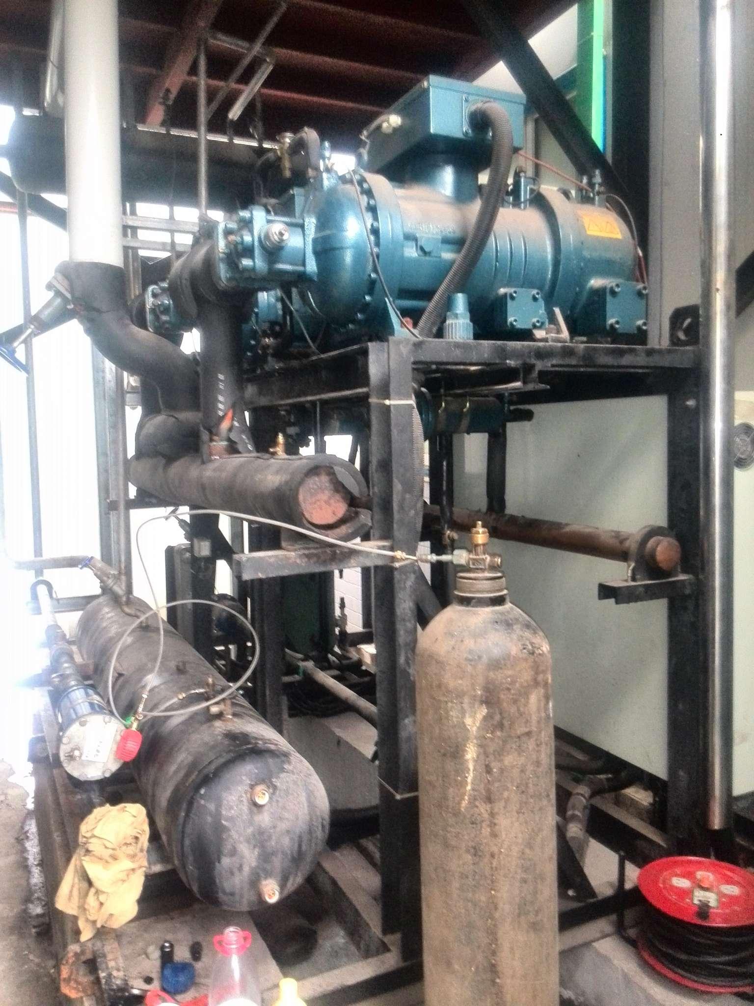 梅林食品厂中温螺杆机维修